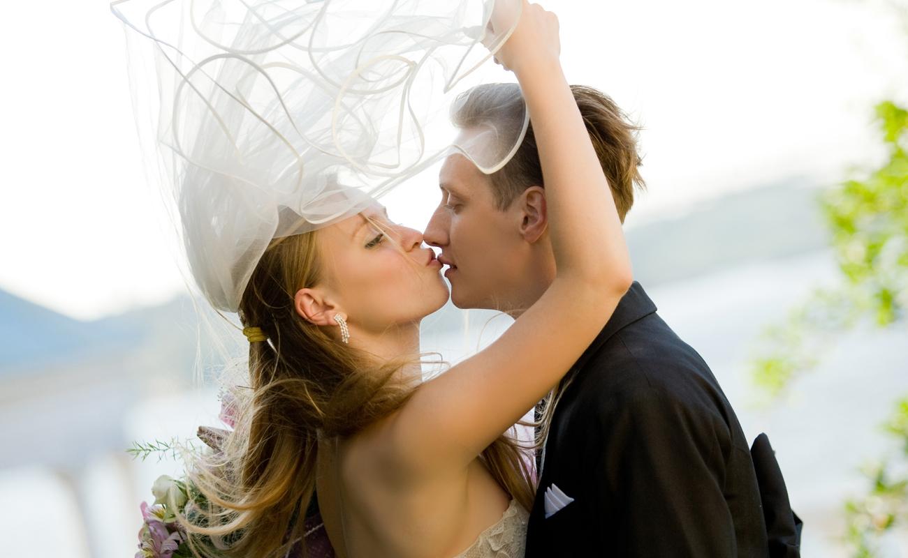 Creative Professional Vancouver Island Wedding Photographers